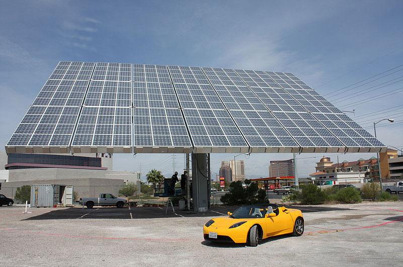 Tesla presenta una electrolinera de energía solar fotovoltaica para su coche eléctrico, por José Santamarta