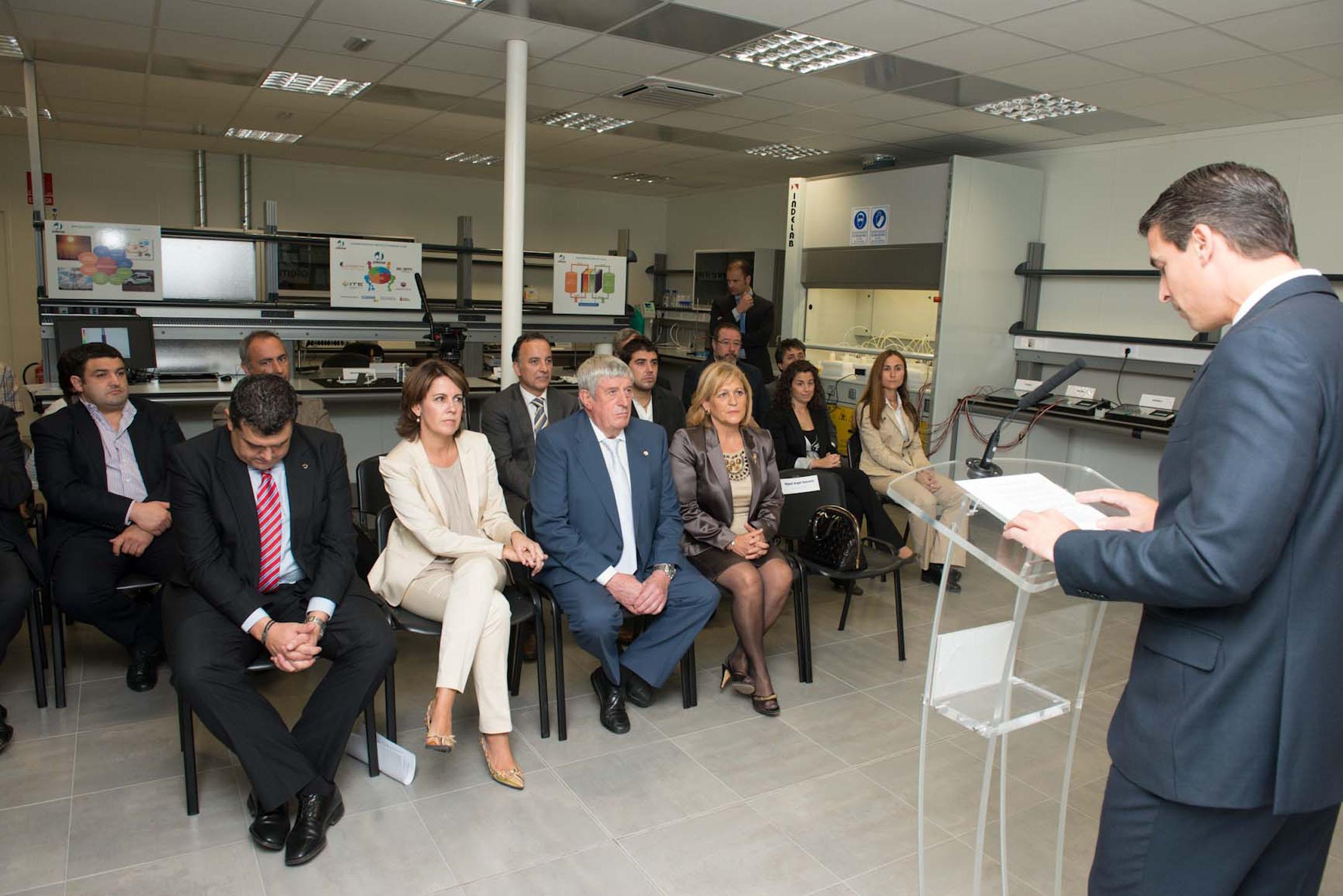 Baterías para el vehículo eléctrico: Barcina inaugura el laboratorio electroquímico de Jofemar