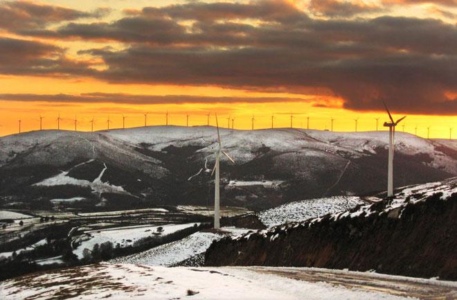 La eólica, primera fuente de electricidad por primera vez en la historia de España