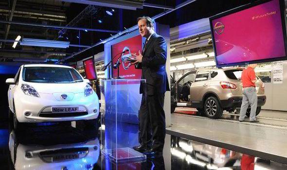 Nissan inicia la producción de los vehículos eléctricos Leaf en Europa