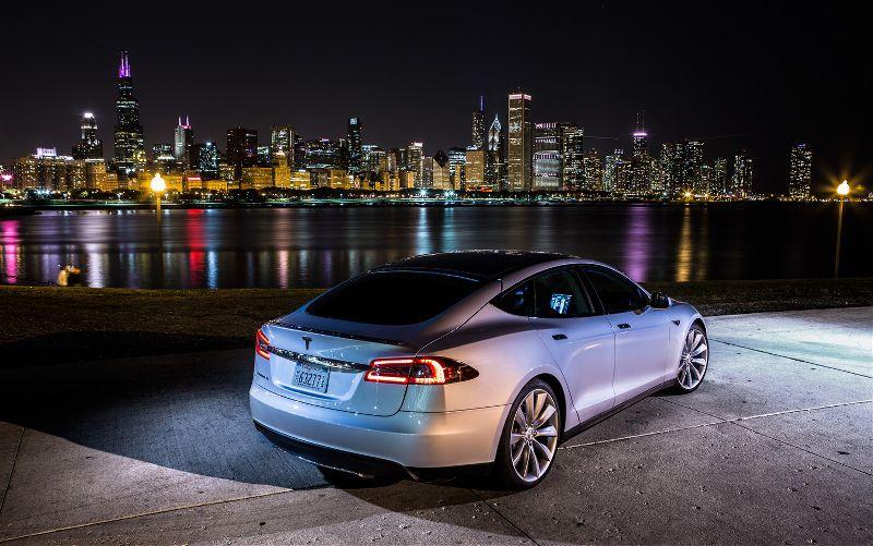 Vehículos eléctricos de Tesla se afianzan en el mercado