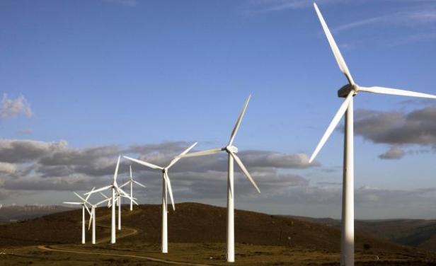 El salto en la generación de energía eólica se producirá en el segundo semestre de 2014. Actualmente, se pueden generan entre UTE y parques eólicos privados 52 megavatios de energía eólica. La estimación es que el año próximo ya estén en funcionamiento 14 parques eólicos para alcanzar esa generación. En el primer semestre se pretende llegar a 1.077 MW y a fin de ese año a 1.159 MW.
