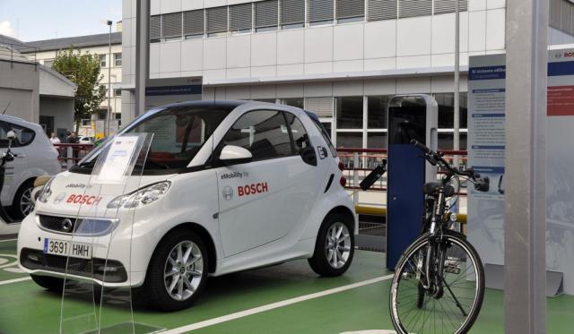 Bosch inaugura una fotolinera para la recarga de vehículos eléctricos en Madrid