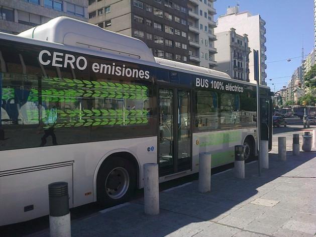 Uruguay presenta el primer autobús eléctrico para su red de transporte urbano