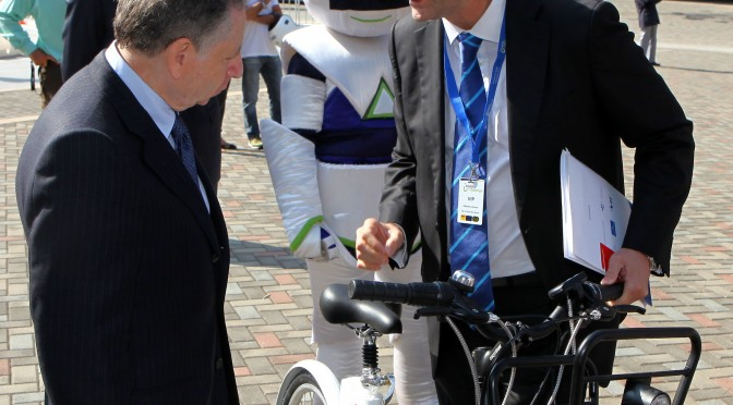 Sr. Jean Todt- Presidente de la FIA y Alberto Cáceres dir. general Clear Channel