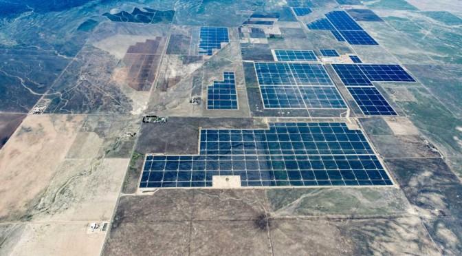 Inauguran la mayor central de energía solar fotovoltaica con 500 megavatios