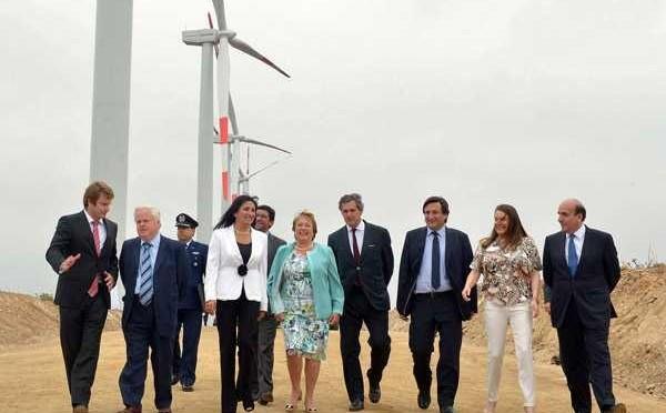 Eólica en Chile: Presidenta Bachelet inaugura parque eólico con aerogeneradores de Acciona.