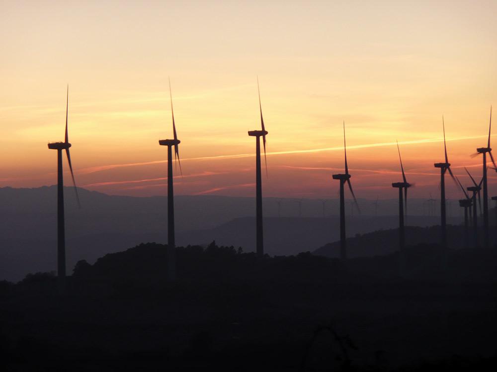 Energías renovables generan el 50 % de la electricidad: eólica el 25%, termosolar el 3,6% y energía solar fotovoltaica el 4,5%.
