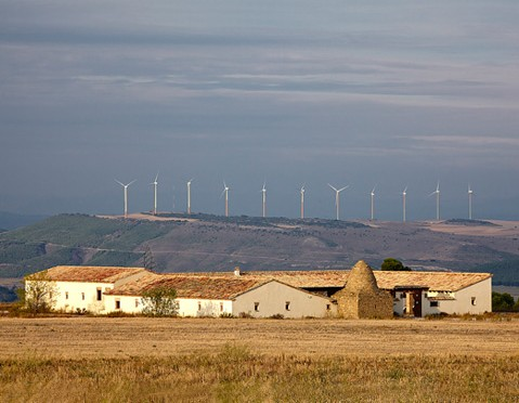Falces, con tres parques eólicos de Acciona, gana el premio a la integración rural de la eólica