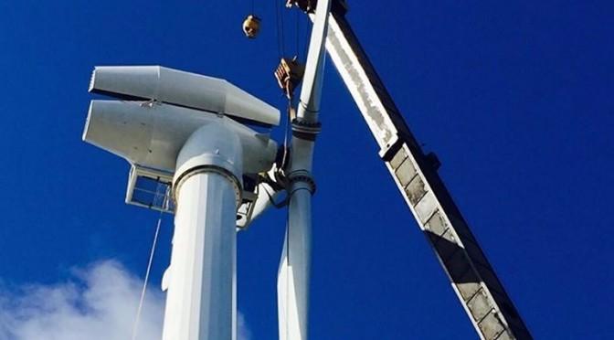 Instalan en Roatán primera torre para generar energía eólica