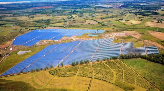 La Jacinta, primera gran central de energía solar de Uruguay