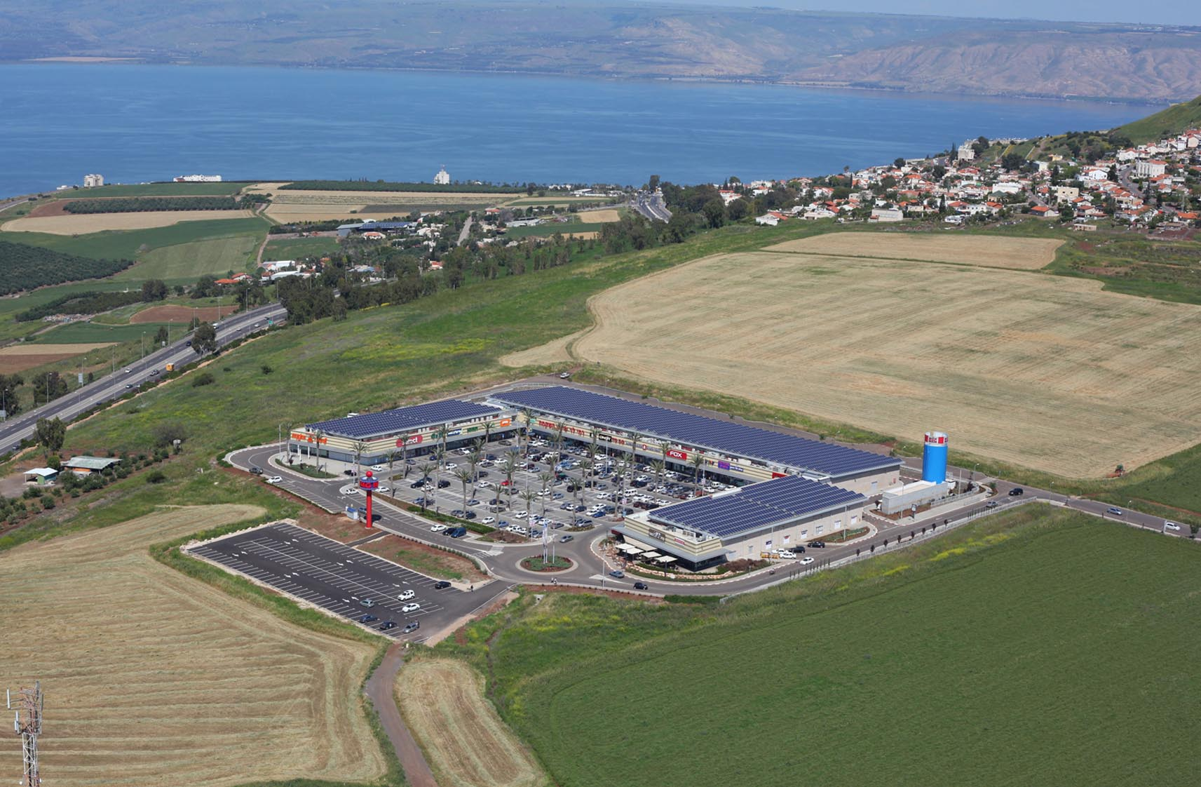 Conergy construye un sistema de energía solar fotovoltaica en la cubierta del centro comercial BIG en Israel