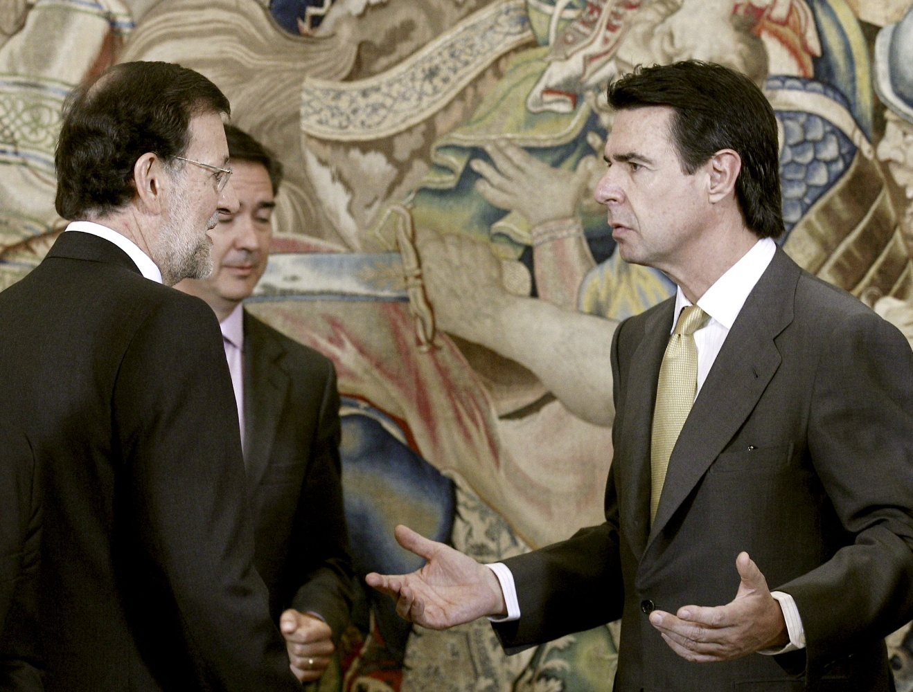 El Gobierno crea siete nuevos impuestos para el déficit tarifario