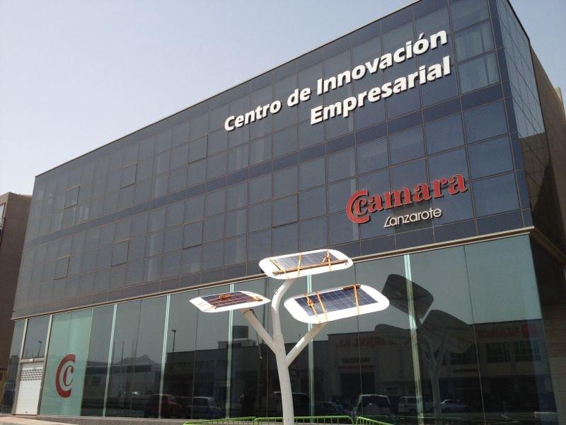 Comienza a funcionar la fotolinera para vehículos eléctricos de Lanzarote, la primera de Canarias