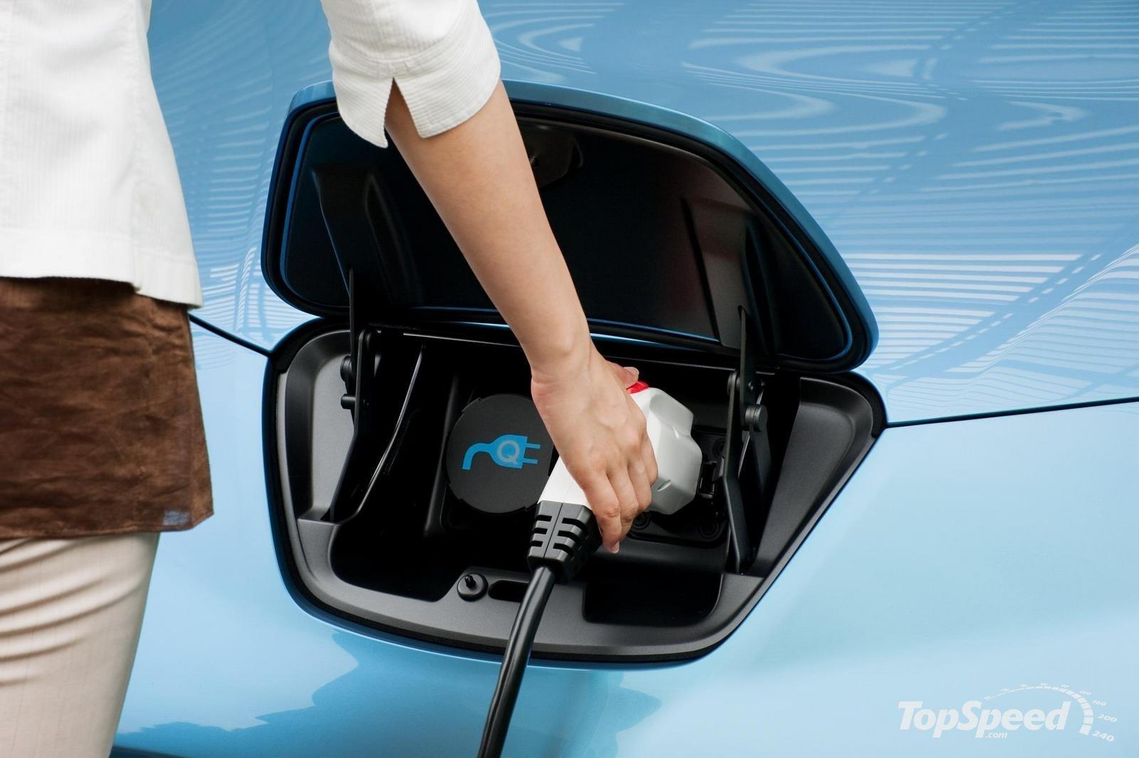Asegurar un vehículo eléctrico cuesta el doble que uno convencional