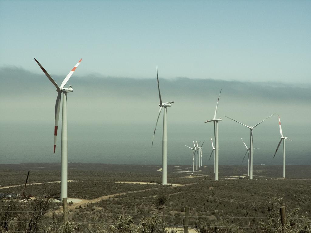 Parque de energía eólica Arauco SAPEM con aerogeneradores argentinos