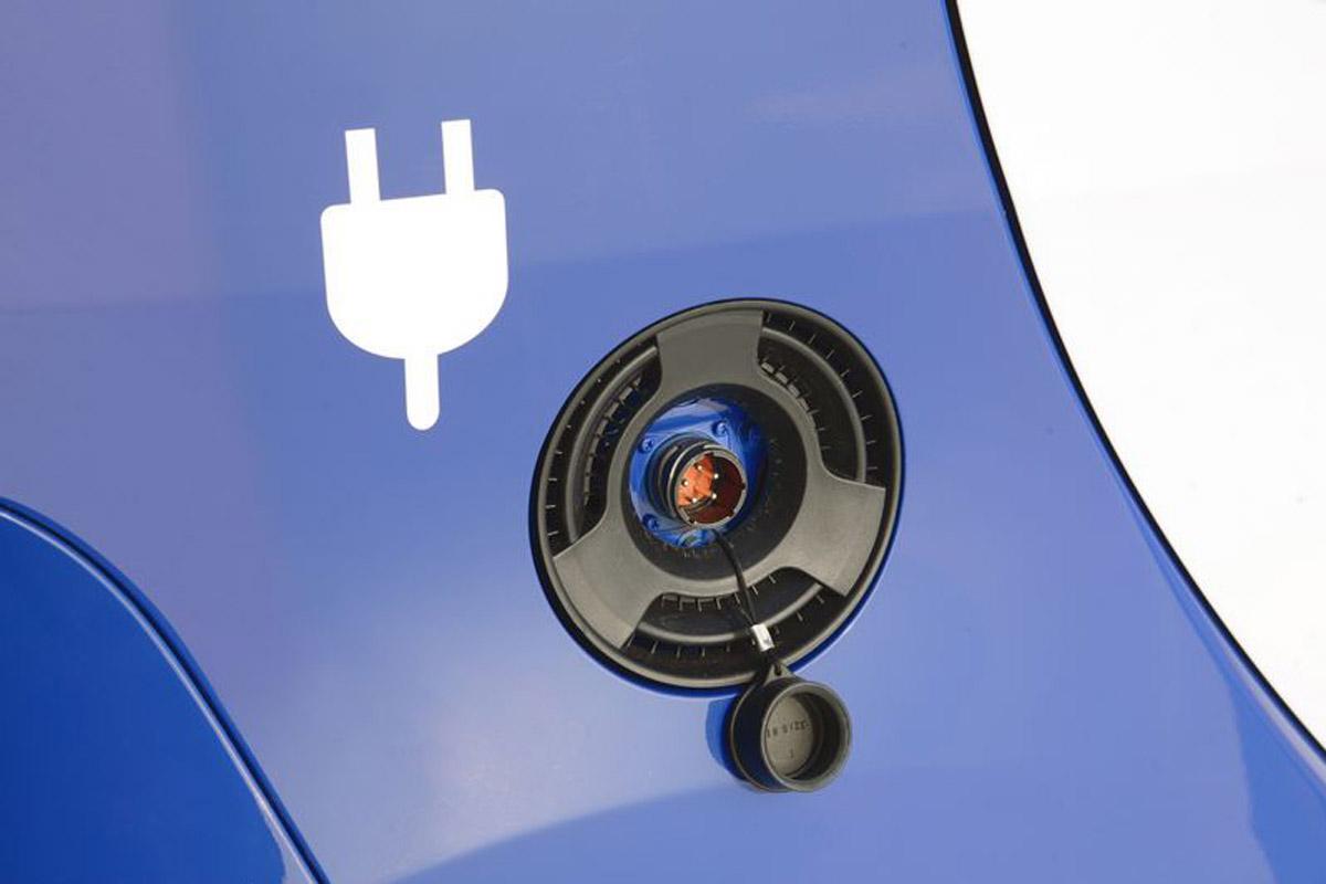 Coche eléctrico:  Mitsubishi mejora sus vehículos eléctricos i-MiEV