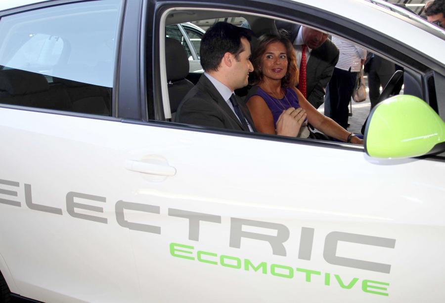 El coche eléctrico es el futuro de las grandes ciudades, según la alcaldesa de Madrid