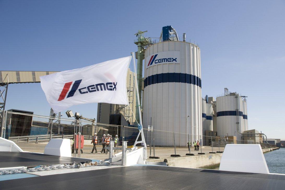 Cemex financiará proyectos de energías renovables