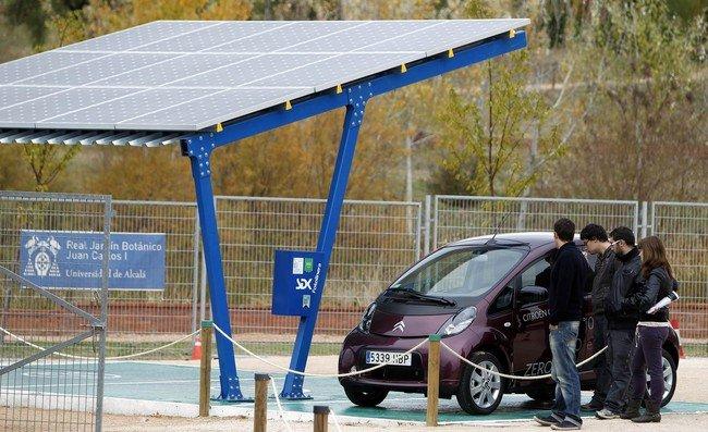 Fotolineras: energía solar para recargar vehículos eléctricos