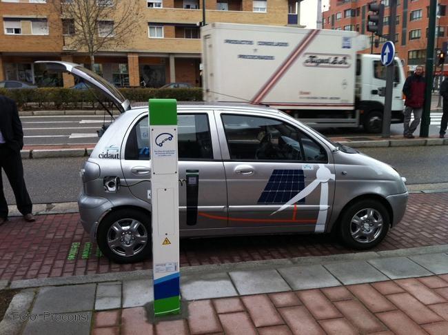 UNESA aparca el coche eléctrico