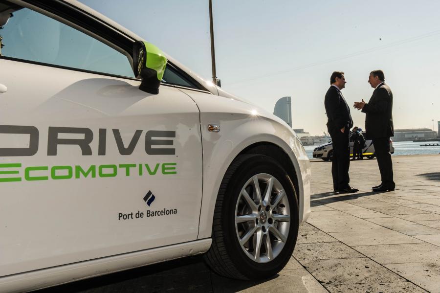 Seat cede un coche eléctrico al puerto de Barcelona
