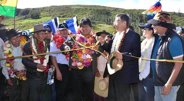 Eólica y energías renovables: Bolivia inaugura su primer parque eólico con aerogeneradores chinos.