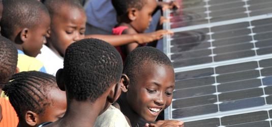 La energía solar fotovoltaica sustituye al queroseno