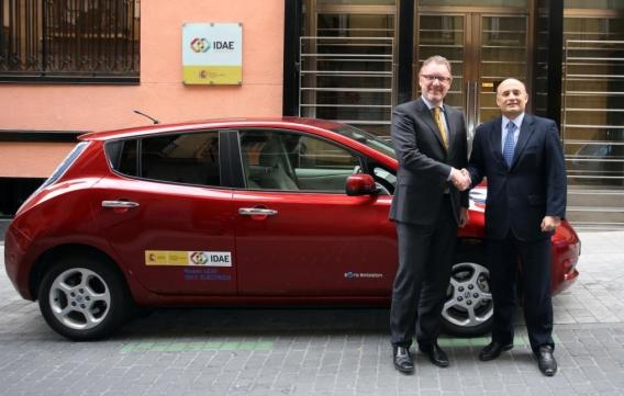 El IDAE probará durantes seís meses un vehículo eléctrico Nissan Leaf