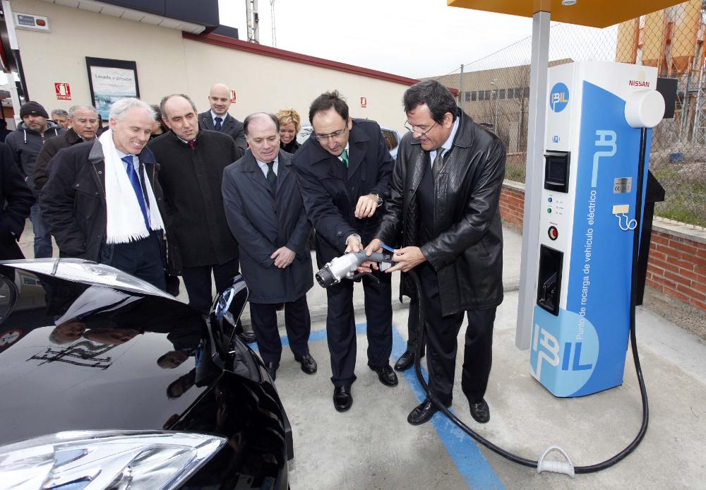 Ibil y Nissan instalan los primeros puntos de carga rápida para el coche eléctrico de Castilla y León