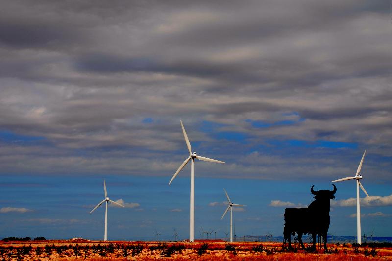 Eólica y otras energías renovables generan el 43% de la electricidad en 2014 en España