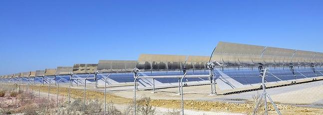 Las dos centrales de energía termosolar de Cádiz general electricidad para 80.000 hogares