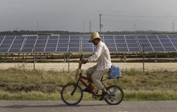 Cuba inaugura su primera central de energía solar fotovoltaica
