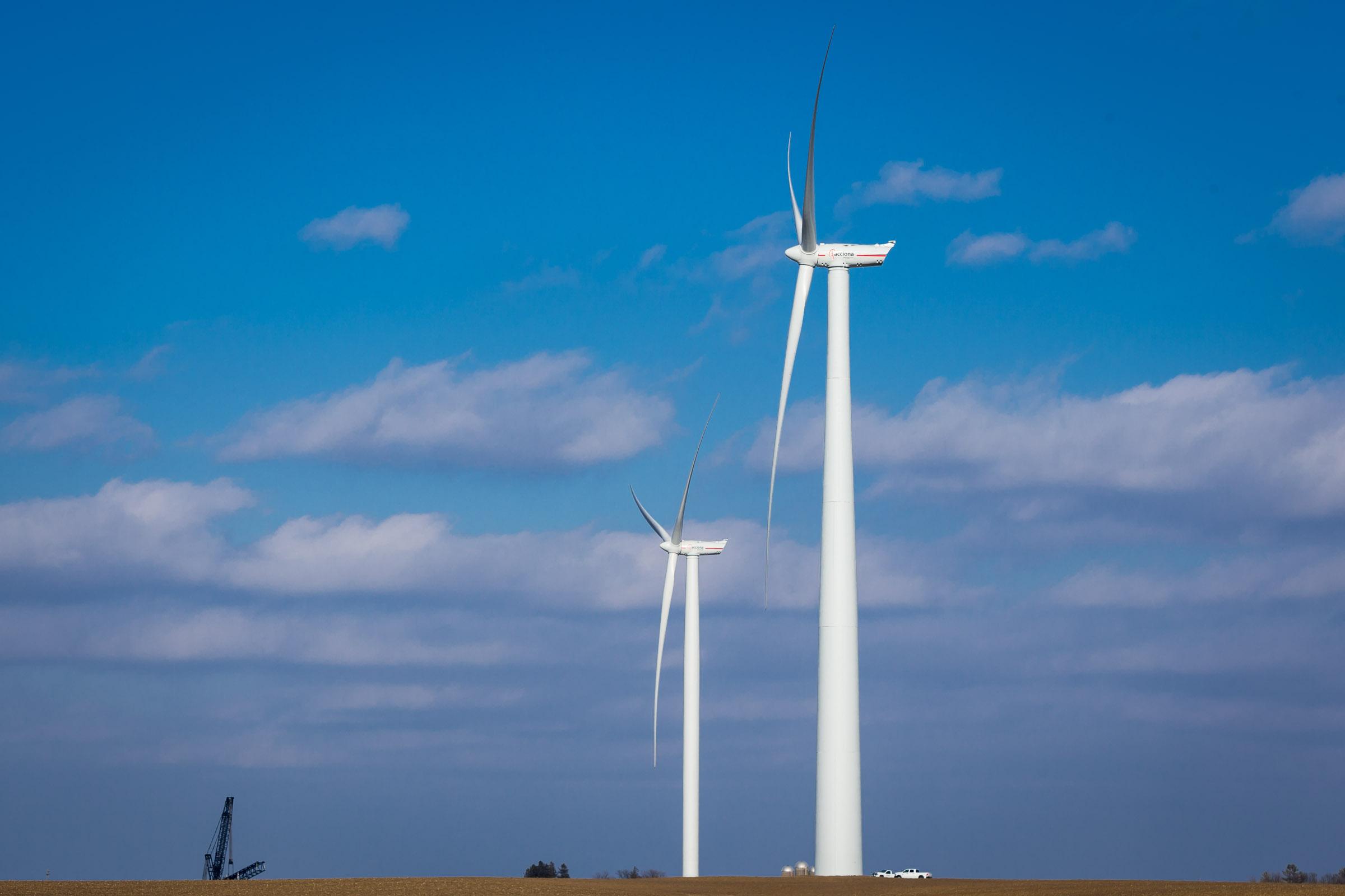 Eólica y energías renovables: Bolivia recibe los aerogeneradores de su primer parque eólico