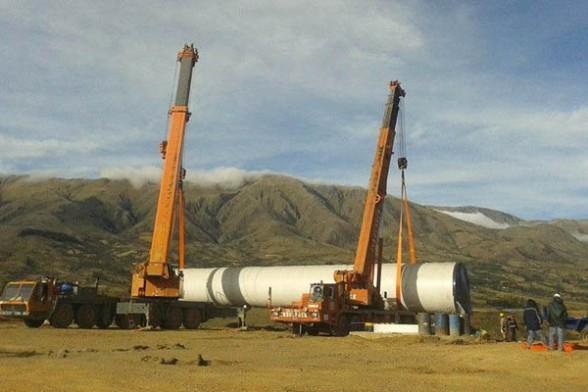 Evo inspecciona equipos de Parque Eólico de Qollpana