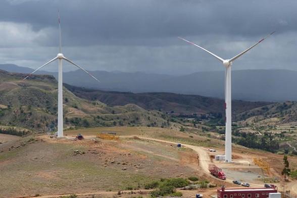 Eólica y energías renovables: Presidente inaugura el Parque Eólico de Qollpana con dos aerogeneradores Goldwind.