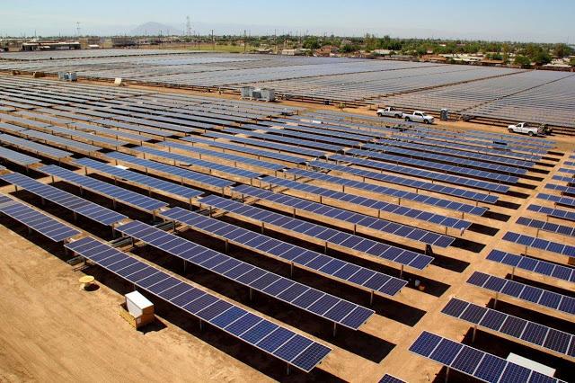 https://www.evwind.com/wp-content/uploads/2013/12/Central-fotovoltaica-Grupo-TSolar-California.jpg