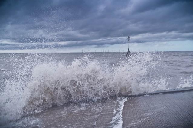 Aerogeneradores de los parques eólicos marinos disminuyen huracanes
