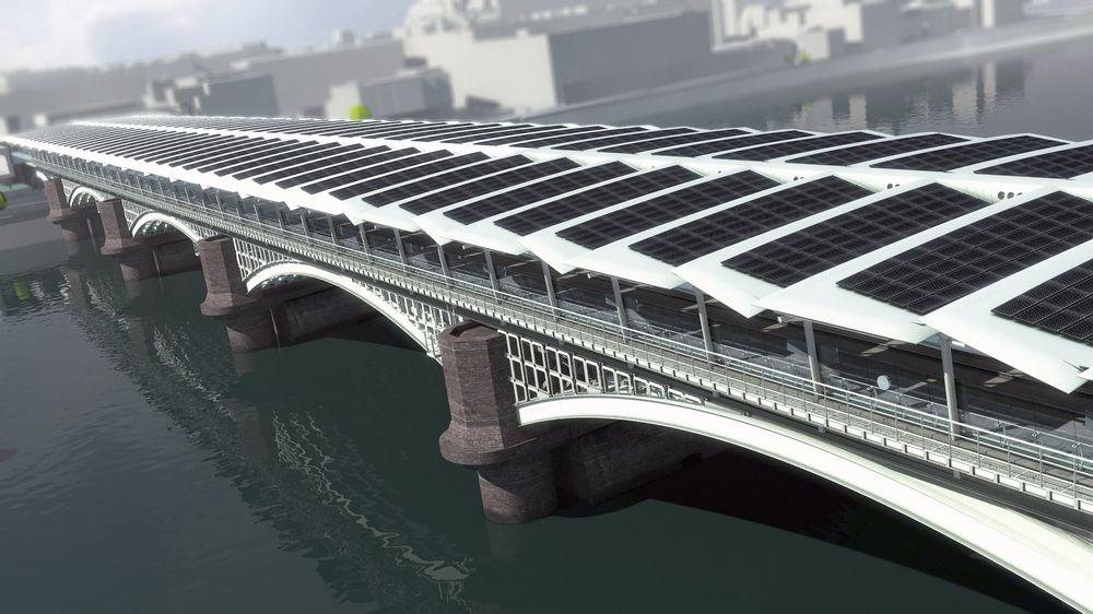 Energías renovables: Puente con energía solar fotovoltaica en Londres