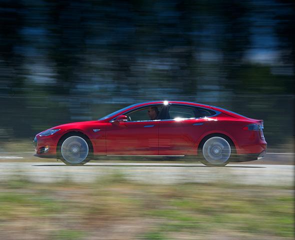 Vehículo eléctrico: Telefónica venderá el coche eléctrico Tesla