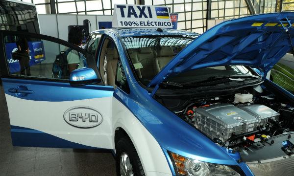 Vehículo eléctrico: Presentan los taxis eléctricos de BYD en Chile