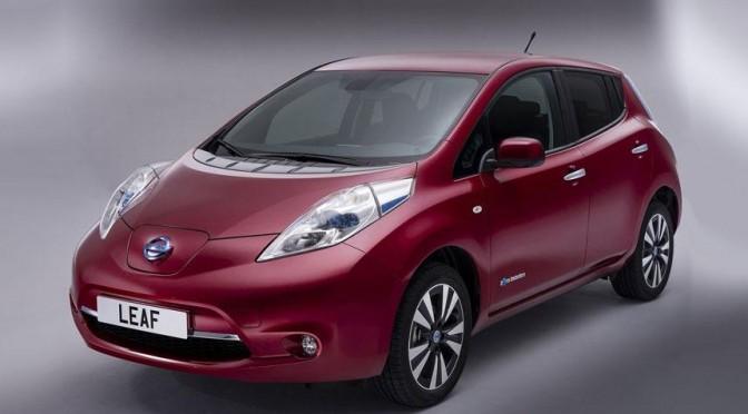 Vehículo eléctrico: Entregan el primer coche eléctrico Nissan LEAF en México
