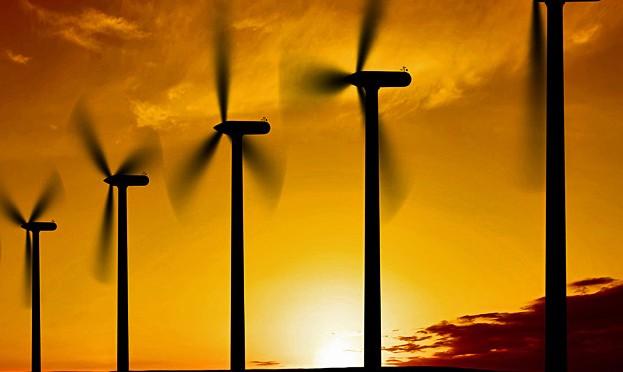 Ahorros vía energía solar y eólica