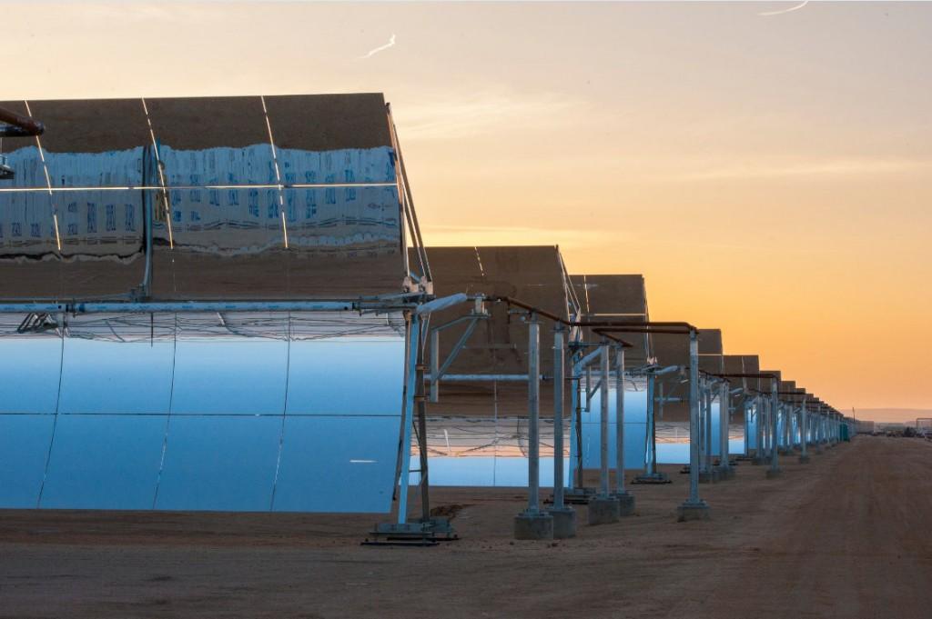 Abengoa obtiene 660 millones para su termosolar Xina Solar One en Sudáfrica.