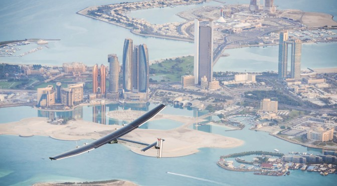 Solar Impulse inicia su vuelo sólo con energía solar fotovoltaica