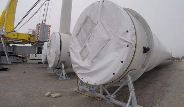 Inicia instalación de aspas eólicas