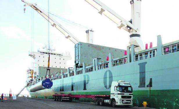 Uruguay-eólica-aerogeneradores-barco