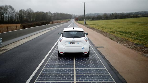 Francia inaugura carretera con energía solar
