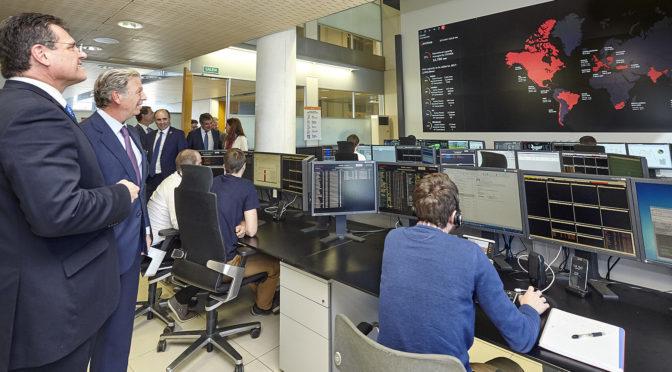 El Vicepresidente de la CE Maroš Šef?ovi? visita el Centro de Control de Energías Renovables (CECOER) de Acciona
