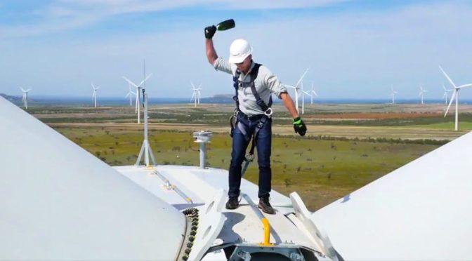 Eólica para Amazon: Jeff Bezos se sube a los aerogeneradores de su parque eólico en Texas